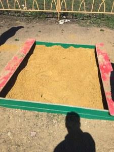 Выполнены работы по заполнению песком детских песочниц. Май 2018 г